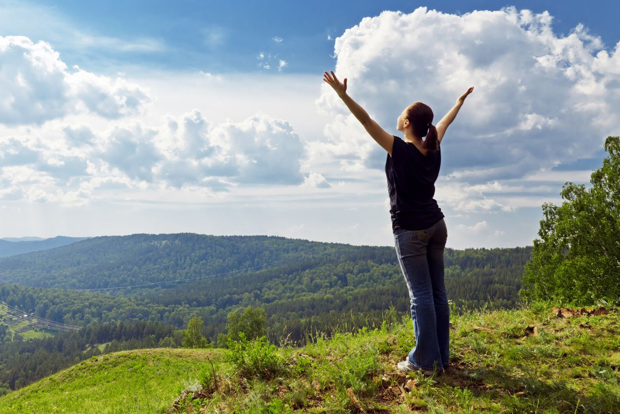 stock-woman-mountain-nature-grateful-thankful-arms-up-4d3w